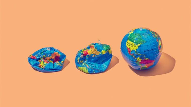 Inflating globe ball